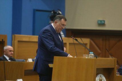 """Tražio mi dva miliona KM da pređe u SNSD"" Dodik ""osuo paljbu"" po Miladinu Staniću u parlamentu"