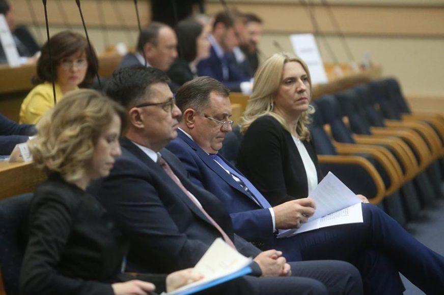 POSEBNA SJEDNICA Klubovi poslanika vladajuće većine u Skupštini predložili DVA ZAKLJUČKA