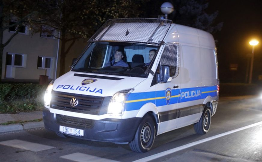 NAPRAVIO POMETNJU NA AUTO-PUTU Pijanom vozaču iz BiH s kamiona spala auta koje je prevozio