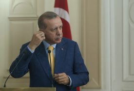 """NETRPELJIVOST VOĐA Erdogan opisao Makrona kao """"teret"""" Francuske"""