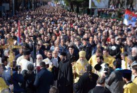 """""""NAŠA VJERA JE U OPASNOSTI"""" Građani Crne Gore ne odustaju od protesta (VIDEO)"""