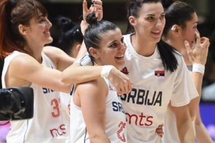 OSMIJEHOM OBASJALA DVORANU Srpske košarkašice bodrila PRELIJEPA MLADA GLUMICA (FOTO)