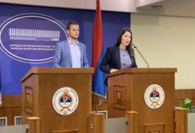 """""""UZELI SU MILIJARDU KM"""" Trivićeva i Stanivuković traže da se radnicima vrati topli obrok"""