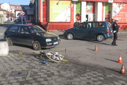 """NESREĆA U BIJELJINI """"Golfom"""" pokosio biciklistu, povrijeđena osoba HITNO prevezena u bolnicu"""