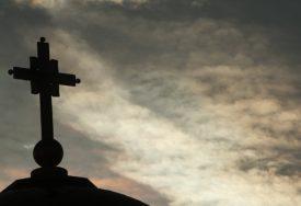 ZAHVALJUJU BOGU ŠTO IH JE ČUVAO OD KORONE Čudotvorna ikona Bogorodice Trojeručice ide kroz grad