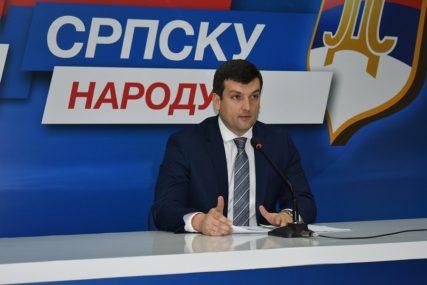 """ŠEŠIĆ TVRDI """"Vlast ugrožava fiskalnu stabilnost Republike Srpske"""""""