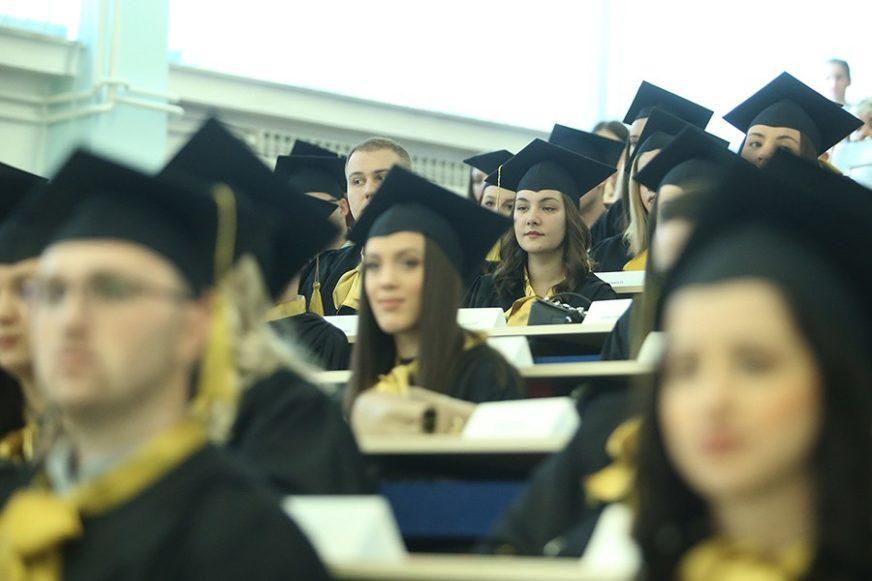 POJAČAN NADZOR PREDAVANJA NA DALJINU Univerzitet u Beogradu odlučio se za kombinovani model nastave