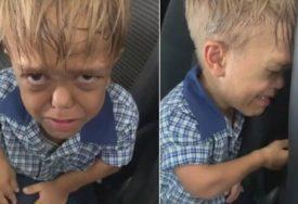 """RASPLAKAO SVE RODITELJE Sina zatekla OČAJNOG ISPRED ŠKOLE, govorio da """"ŽELI DA UMRE"""" (VIDEO)"""