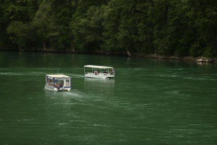 DRINA POPLAVILA KAMP KUĆICE Porast nivoa rijeke, buja i Tara