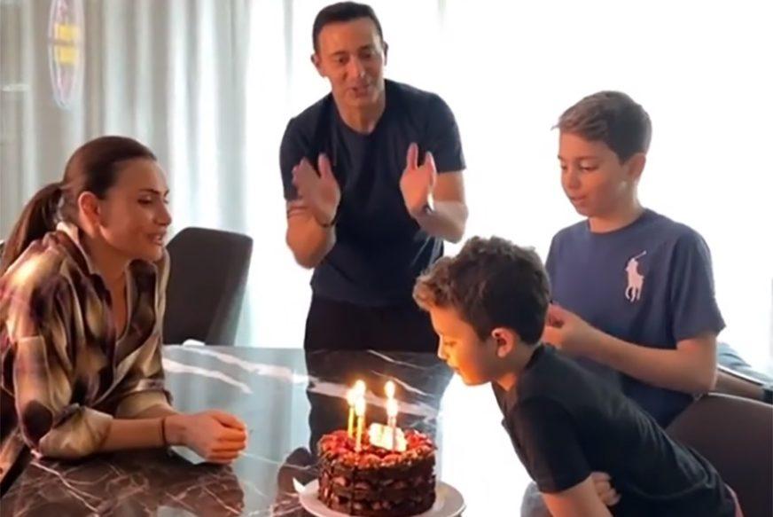 NEKADAŠNJI PAR ZAJEDNO NA SLAVLJU Emina Jahović nije skidala osmijeh s lica (VIDEO)