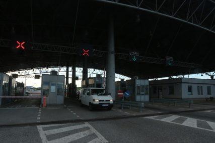 NAORUŽAJTE SE STRPLJENJEM Pojačana frekvencija vozila na izlazu iz BiH na ovim graničnim prelazima