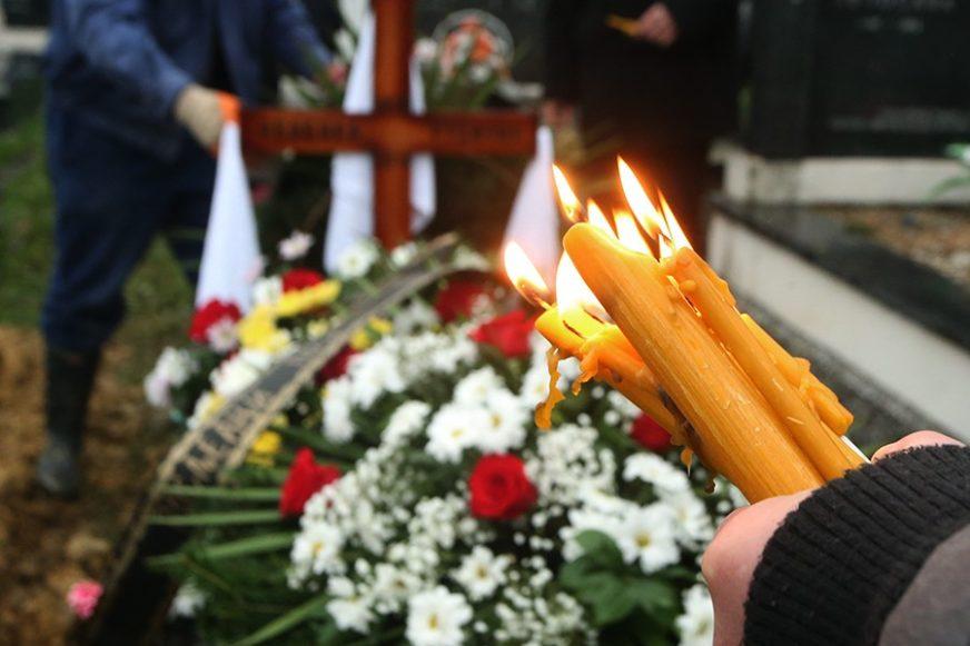 SLUČAJ KAKAV NIKO NE PAMTI Sahrana ODLOŽENA dva puta, tijelo pokojnice dovezla ŠLEP-SLUŽBA