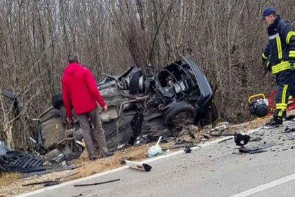 STRAŠAN SUDAR DVA AUTOMOBILA I KAMIONA Više osoba povrijeđeno u teškoj saobraćajci (FOTO)