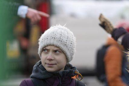 """KAKO SE USUĐUJEŠ"" Greta na meti kritika zbog fotografije sa KONTROVERZNIM REPEROM (FOTO)"