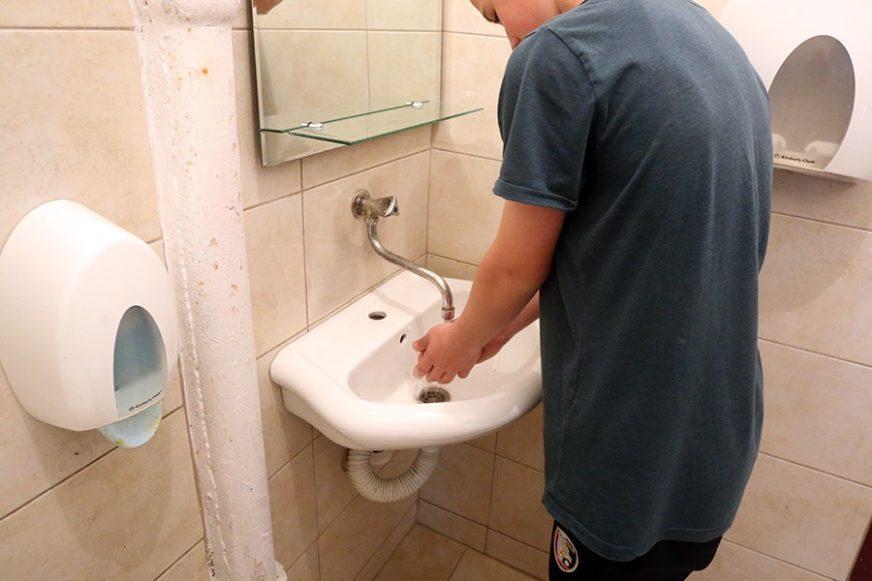 POJAČAN RIZIK OD ZARAZE Tri milijarde ljudi u svijetu NEMA USLOVE za pranje ruku