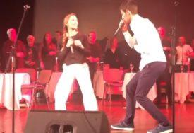 """""""TI SI MOJA ČOKOLADA"""" Jelena i Novak Đoković zajedno ZAPJEVALI na sceni (VIDEO)"""