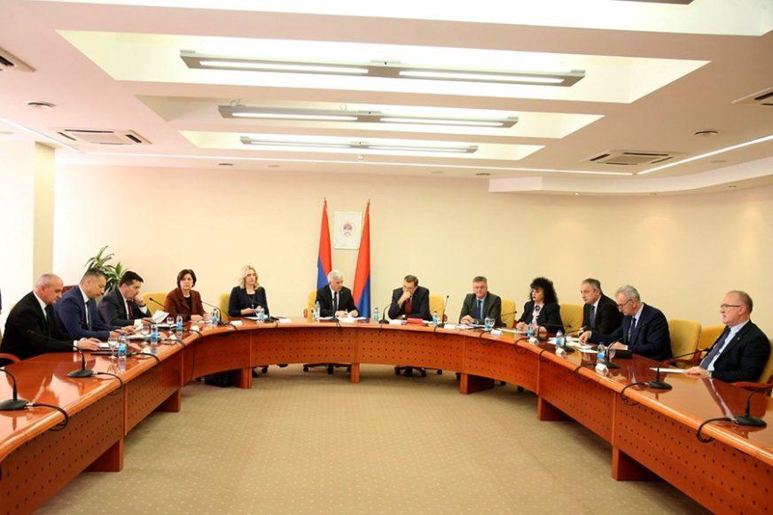 USAGLAŠAVANJE ZAKLJUČAKA Lideri stranaka na konsultacijama kod predsjednika NSRS