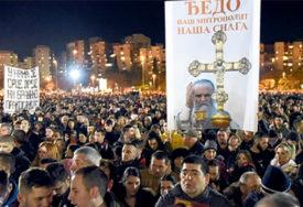 NASTAVLJA SE BORBA ZA SVETINJE U litiji će biti nošeni omofor i krst Svetog Vasilija Ostroškog