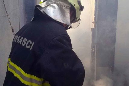 HAOS U BIHAĆU Migranti izazvali požar u zgradi Doma penzionera