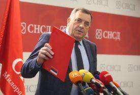 """""""ČEKAMO ODLUKU MIĆIĆA"""" Dodik poručio da ga Šarović i SDS ne interesuju"""
