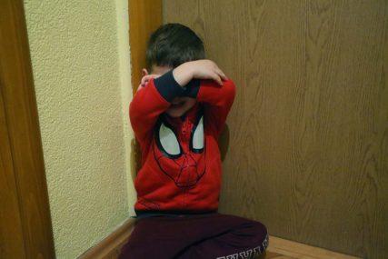 PODIGNUTA OPTUŽNICA Očuh dječaka tukao plastičnim crijevom, majka plačući molila da ga pusti