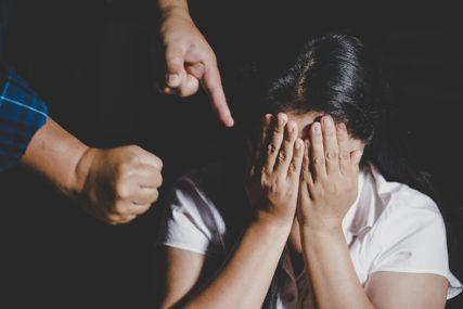 NISU PRIMIJETILI TRUDNOĆU Djevojčica (13) rodila MRTVU BEBU, pa ispričala da ju je STRIC SILOVAO