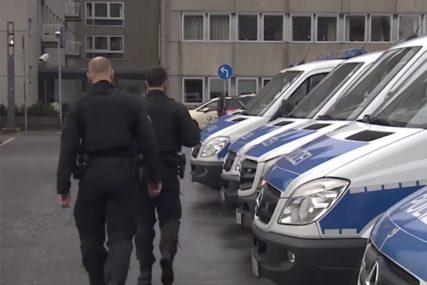 POLICIJA UPALA NA DJEČIJU ROĐENDANSKU ŽURKU Čim su zakucali na vrata, gosti se SAKRILI PO ORMANIMA