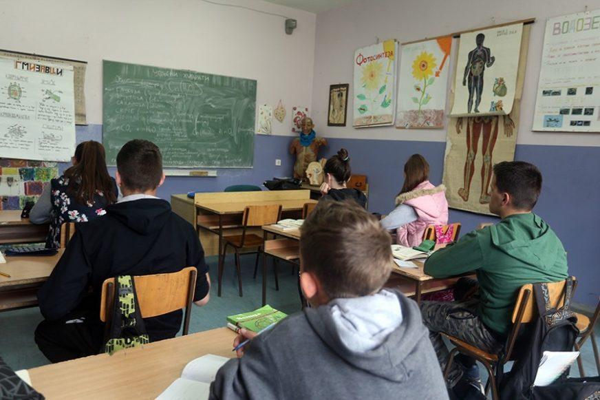 POVRATAK U ĐAČKE KLUPE U SRPSKOJ Cilj je da sva djeca idu u školu svaki dan