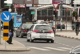 NESREĆA KOD TUZLE U sudaru dva automobila povrijeđene dvije osobe