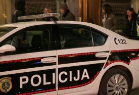 AUTOMOBILOM UDARILI U METALNU OGRADU Četiri osobe povrijeđene u saobraćajnoj nesreći