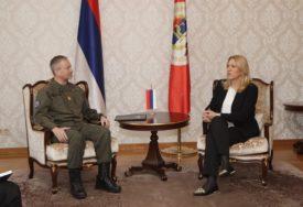 Cvijanovićeva sa generalom Trišakom: Institiucije Srpske opredijeljene za mir i stabilnost