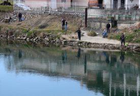 RIBA DOPLIVALA IZ DRUGOG JEZERA Osuđeni jer su varali na takmičenju za ribolovce
