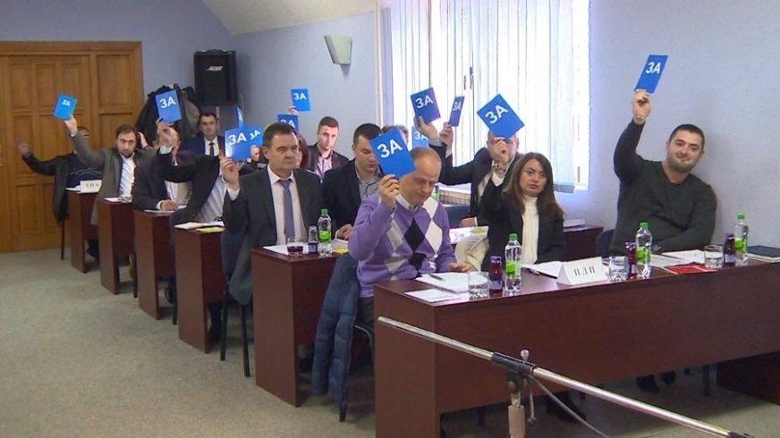 ODBORNICI LJUTI NA NAČELNIKA Burno na sjednici Skupštine opštine Kostajnica