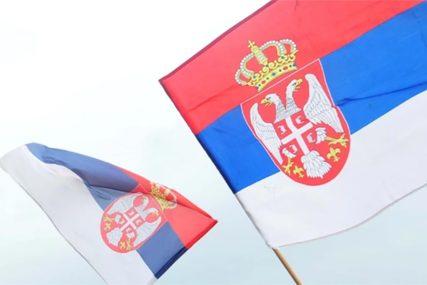 Zastava dužine 70 metara: Povodom Dana srpskog jedinstva Ujedinjena Srpska organizuje defile (VIDEO)
