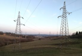 NEPROMIŠLJENO Vandali bacanjem bodljikave žice na vodove ugasili struju