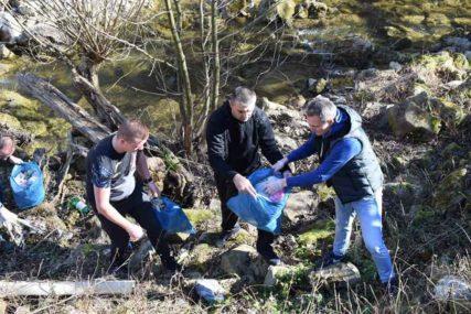"""""""PRIMJEROM SE NAJBOLJE UČI"""" Sakupljeno 50 vreća smeća, održana akcija čišćenja Suturlije"""