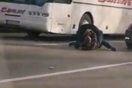 TUČA NASRED ULICE Uhapšen napadač iz Banjaluke, a OVAKO se izjašnjava dežurni tužilac (VIDEO)