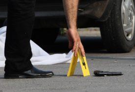 Nedužna prolaznica stradala U OKRŠAJU DVIJE BANDE: Ranjen šef policije, UBIJENE ČETIRI OSOBE