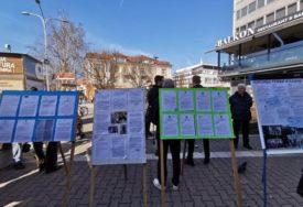 IZLOŽBA VRIJEDNA POLA MILIONA Stanivuković i Vukanović sa građanima podijelili tužbe (FOTO)
