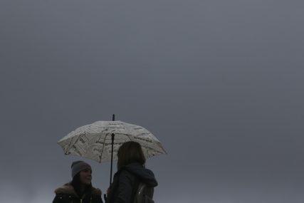 KIŠOBRAN U PRIPRAVNOSTI U BiH danas oblačno, poslije podne kiša i snijeg