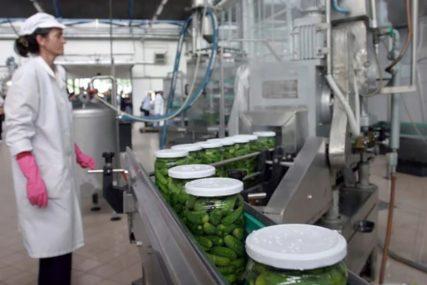 PRVO MJERENJE TEMPERATURE, PA ONDA U POGON Kako izgleda dan radnika u proizvodnji hrane