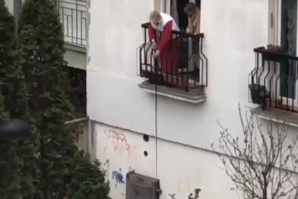 DOSJETLJIVA BAKA IZ BEOGRADA Način na koji šeta psa za vrijeme izolacije POSTAO HIT (VIDEO)