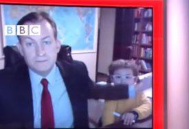 """""""TEŠKO JE RADITI OD KUĆE"""" Video profesora koji je nasmijao svijet tokom intervjua postao viralan"""