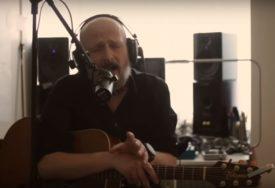 Damir Urban poručuje: Ostanite kod kuće i kad smo odvojeni pjevajmo i svirajmo zajedno