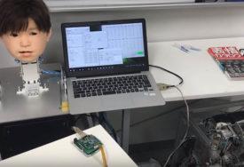 REAGUJE NA BOL Japansko dijete-robot VRIŠTI I PRAVI FACE kada ga udari struja (VIDEO)