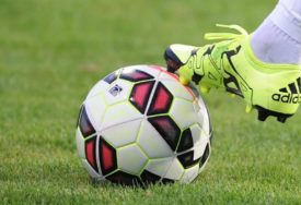 BIZARAN POTEZ Fudbaler urinirao na terenu, jer je mislio da ne može u toalet