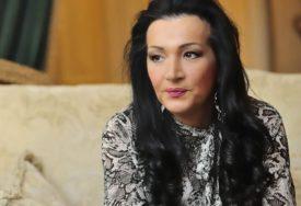 """""""JEDNA JE MAJKA"""" Slavlje u domu Goce Božinovske, čestitke SAMO PLJUŠTE (FOTO)"""