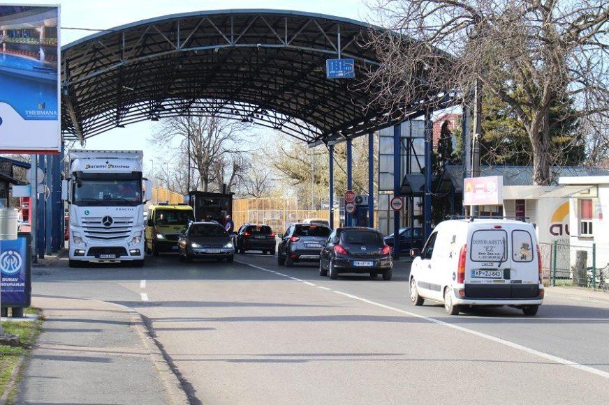 """Više od 30.000 GRAĐANA BiH ušlo u Hrvatsku nakon DIZANJA """"KORONA-RAMPE"""" na granici"""