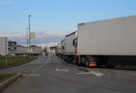 KOLONE KAMIONA Pojačan saobraćaj teretnih vozila u Gradiški i Karakaju