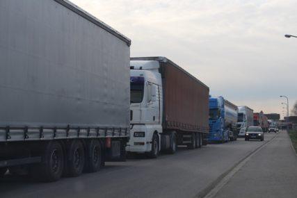 Nijemci pustili vozače kamiona: Satima se mrzli, ali problem još nije riješen